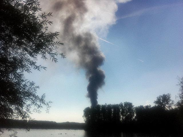 Brand im Reifenlager Lingenfeld